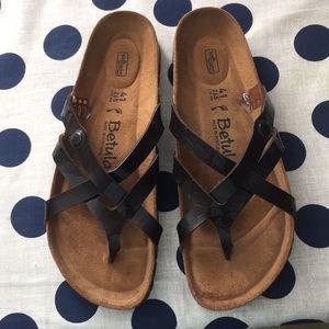 NWOT Betula sandals